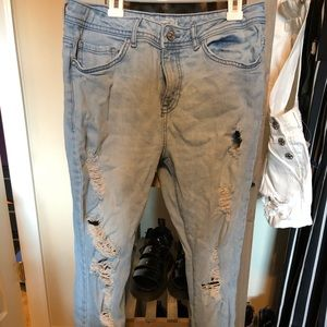 Forever 21 distressed boyfriend jeans 28